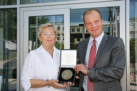 Doris Entrup and Alexander Haselbach with the federal honor price